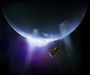 Rys. 1. Artystyczne wyobrażenie orbitera Cassini na tle Enceladusa i wyrzucanych z jego wnętrza strumieni pyłu i gazu (NASA).
