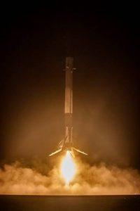 Falcon 9 - lądowanie pierwszego członu.